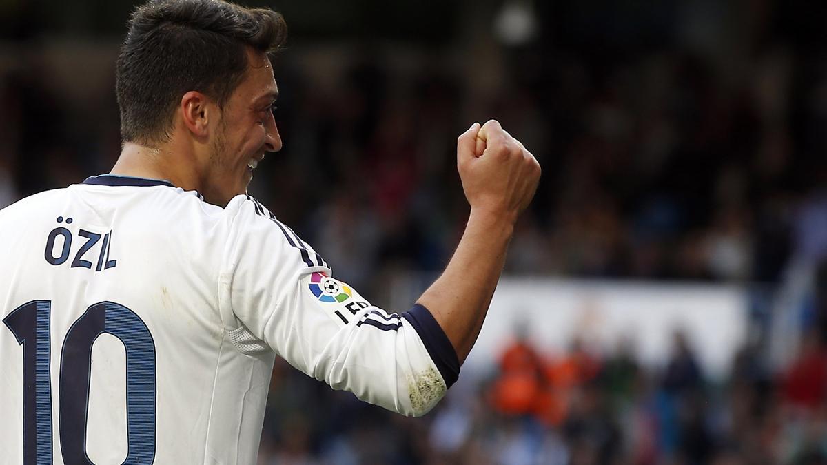 Ozil, celebrando un gol en su etapa como jugador del Real Madrid.
