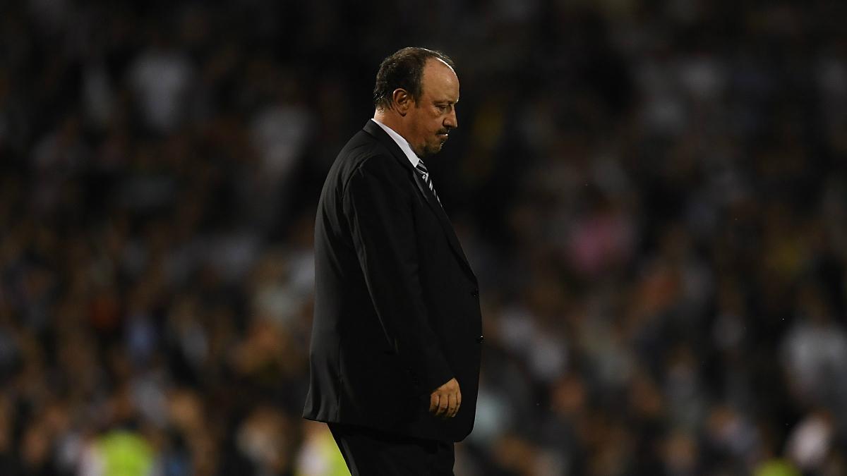 Rafa Benítez se lamenta tras una derrota. (Getty)