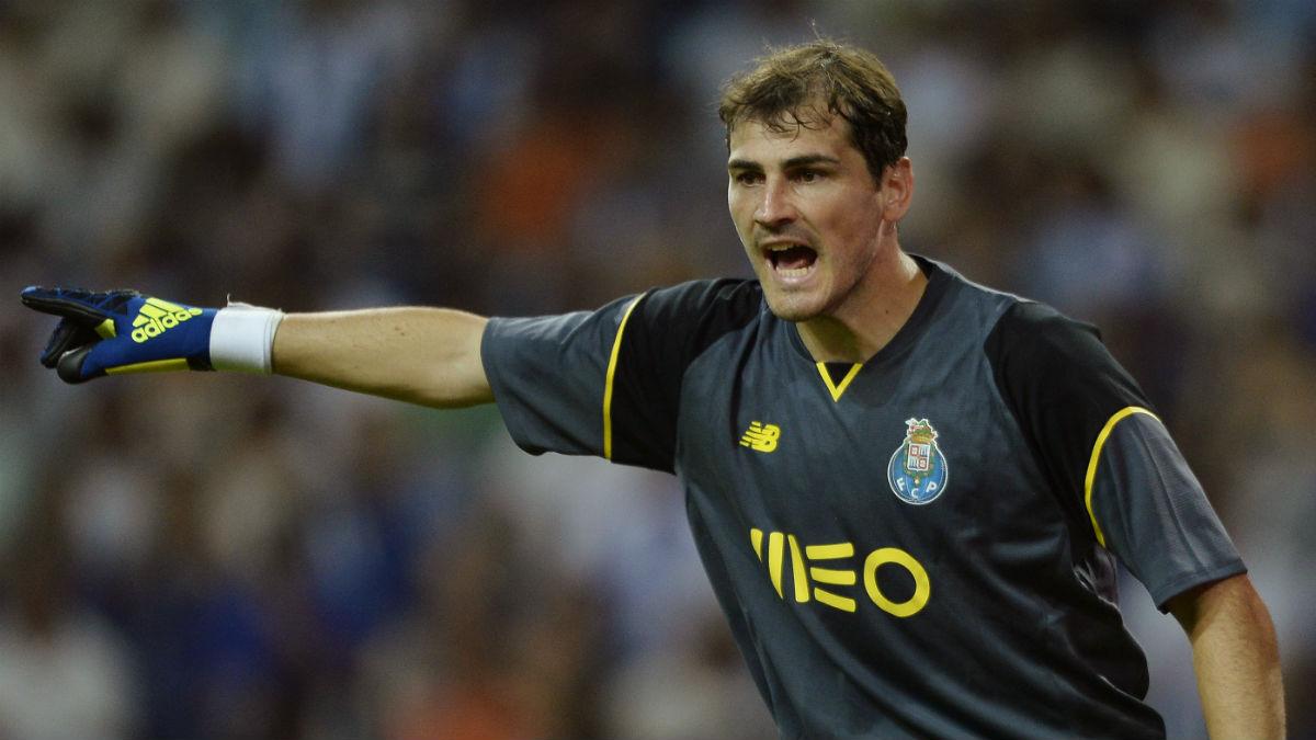 Iker Casillas, en un partido contra el Oporto. (AFP)