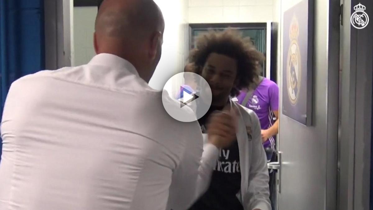 El ritual de Zidane antes de los partidos: choque de manos y palmadita