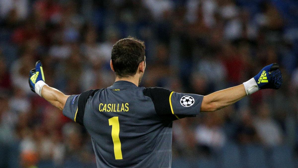 Iker Casillas celebra un gol del Oporto contra la Roma. (Reuters)