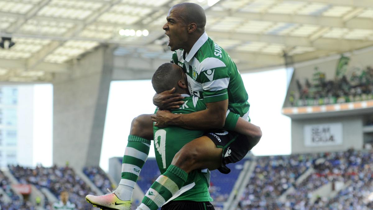 Joao Mario y Slimani celebran un gol. (AFP)