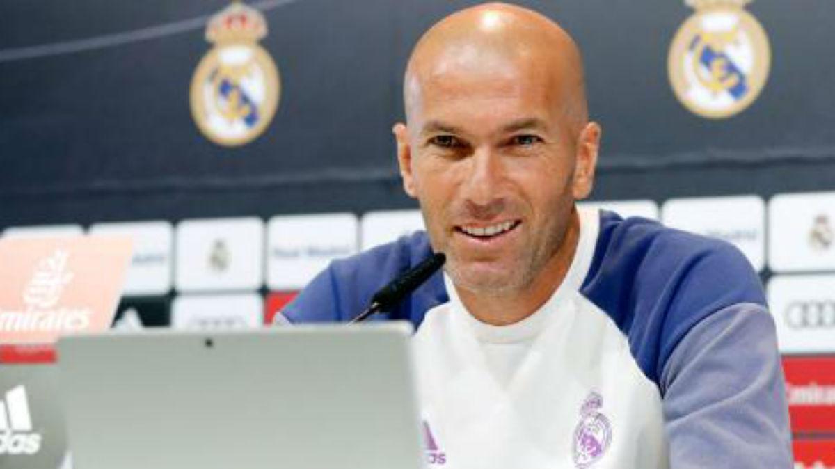 Zidane atiende a los medios en rueda de prensa. (Realmadrid.com)
