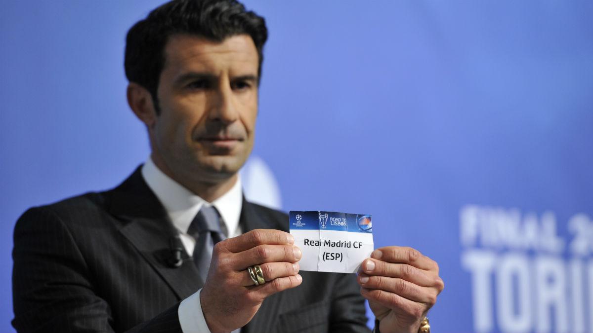 Luis Figo, en un sorteo de Champions. (Getty)
