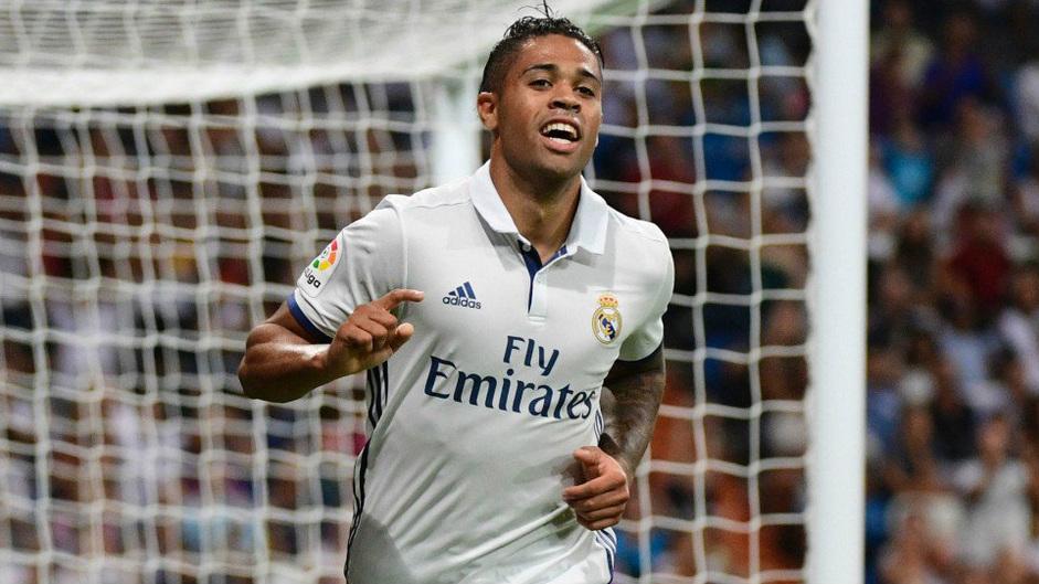 Mariano se ha ganado al público del Bernabéu.