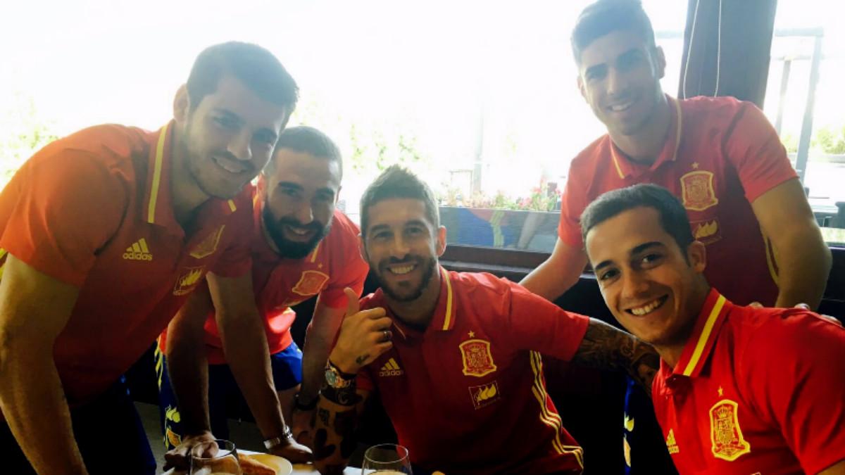Ramos y los otros cuatro madridistas de la selección. (@SergioRamos)