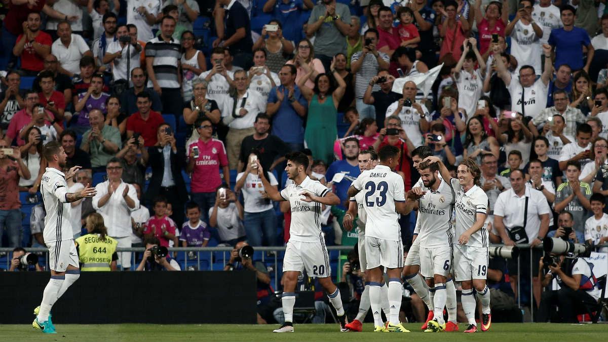 Los jugadores del Real Madrid celebran un gol en el Santiago Bernabéu. (Getty)