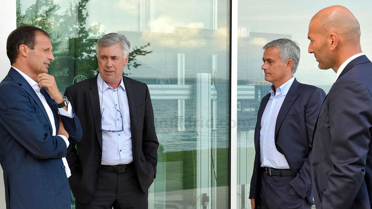 Zidane, junto a Ancelotti, Mourinho y Allegri en el Foro de entrenadores. (Imagen: Realmadrid.com)
