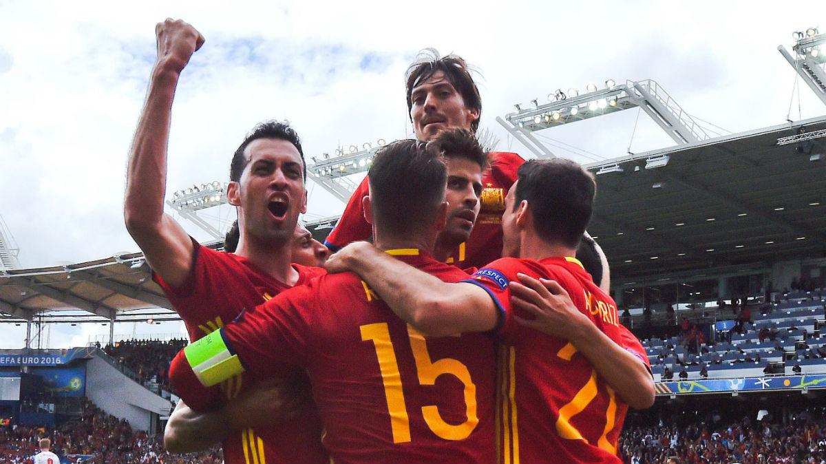 Alineación de España ante Italia.