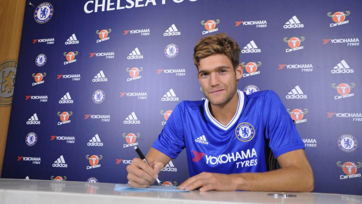 Marcos Alonso, en su presentación con el Chelsea.