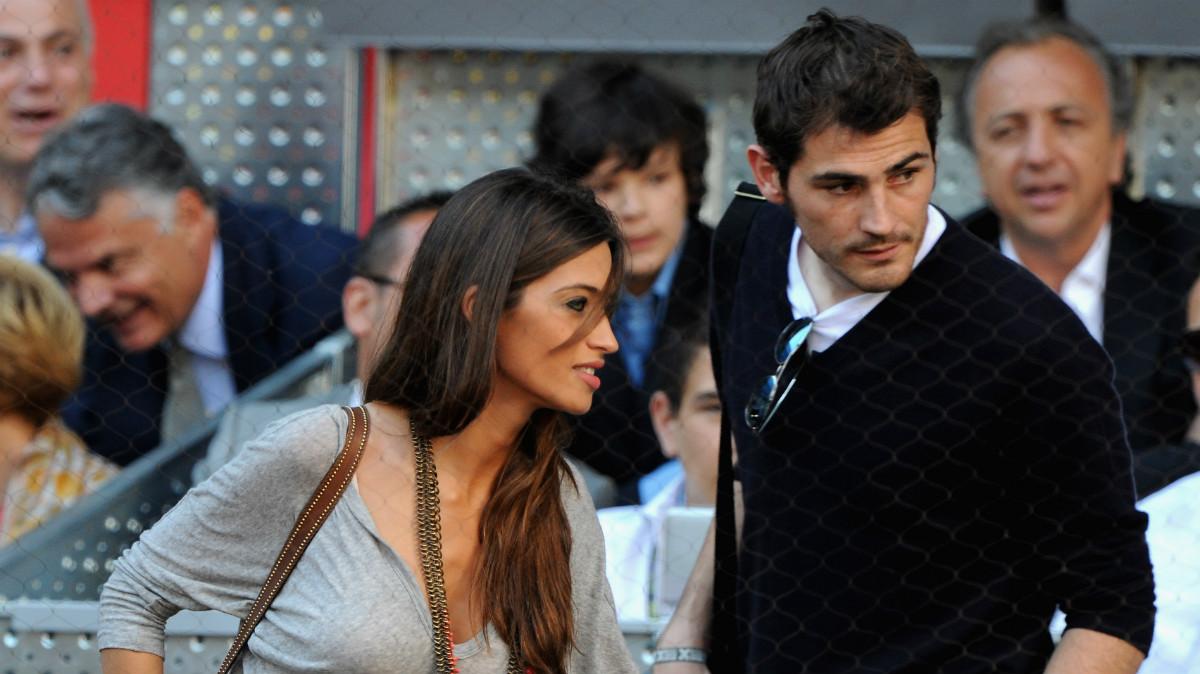 Sara Carbonero junto a Iker Casillas en el Mutua Madrid Open. (Getty)