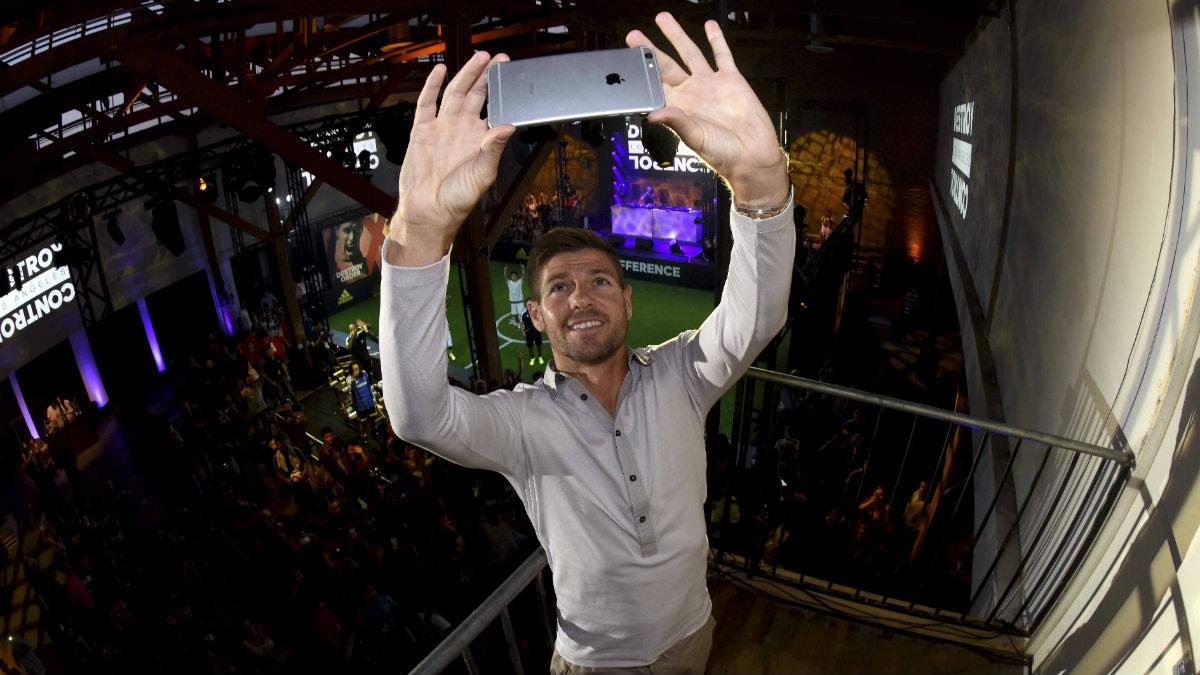 Gerrard se hace un 'selfie' en Los Ángeles. (Getty)