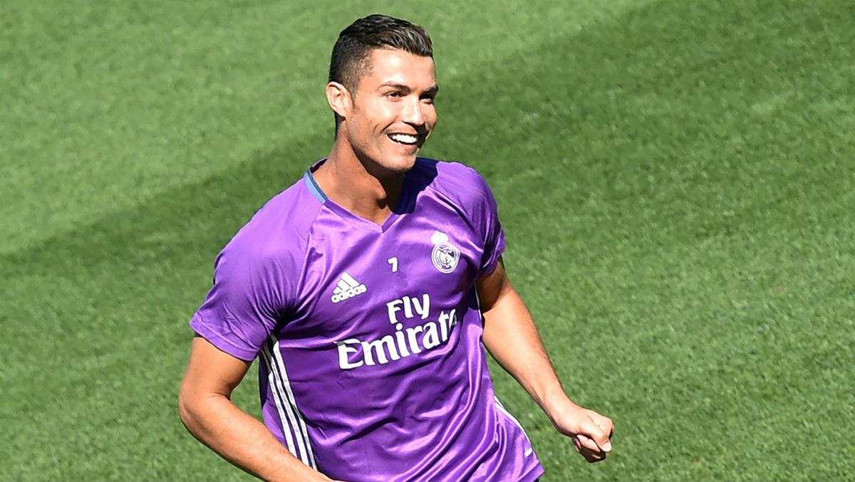 Cristiano Ronaldo, en el entrenamiento previo al partido contra Osasuna. (AFP)