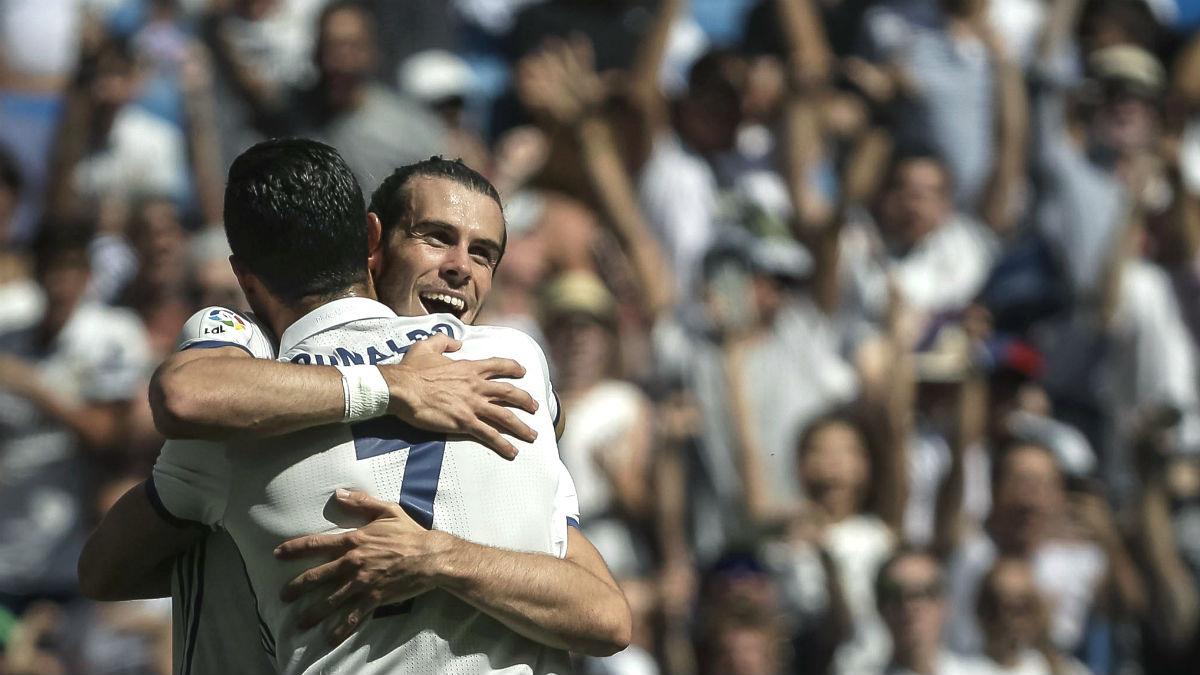 Bale y Cristiano se abrazan en el 1-0 del Real Madrid. (EFE)