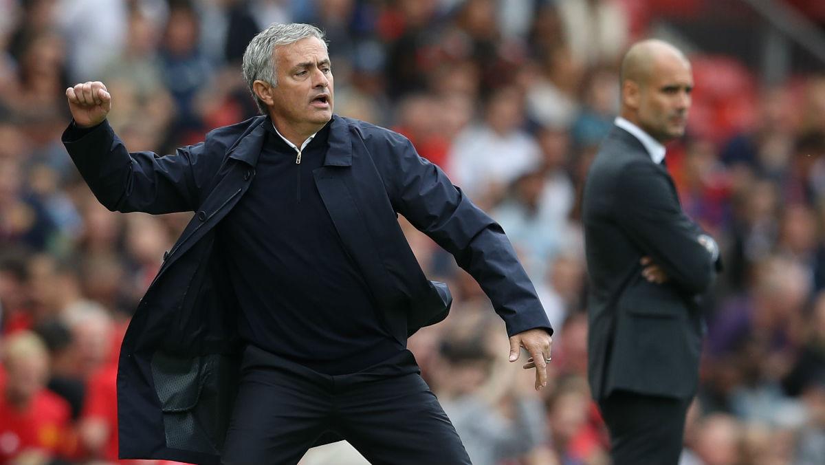 Mourinho, enfadado tras una acción. (Reuters)