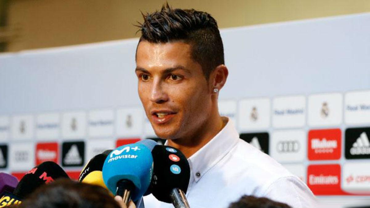Cristiano Ronaldo atiende a los medios en la zona mixta del Bernabéu. (Imagen: realmadrid.com)