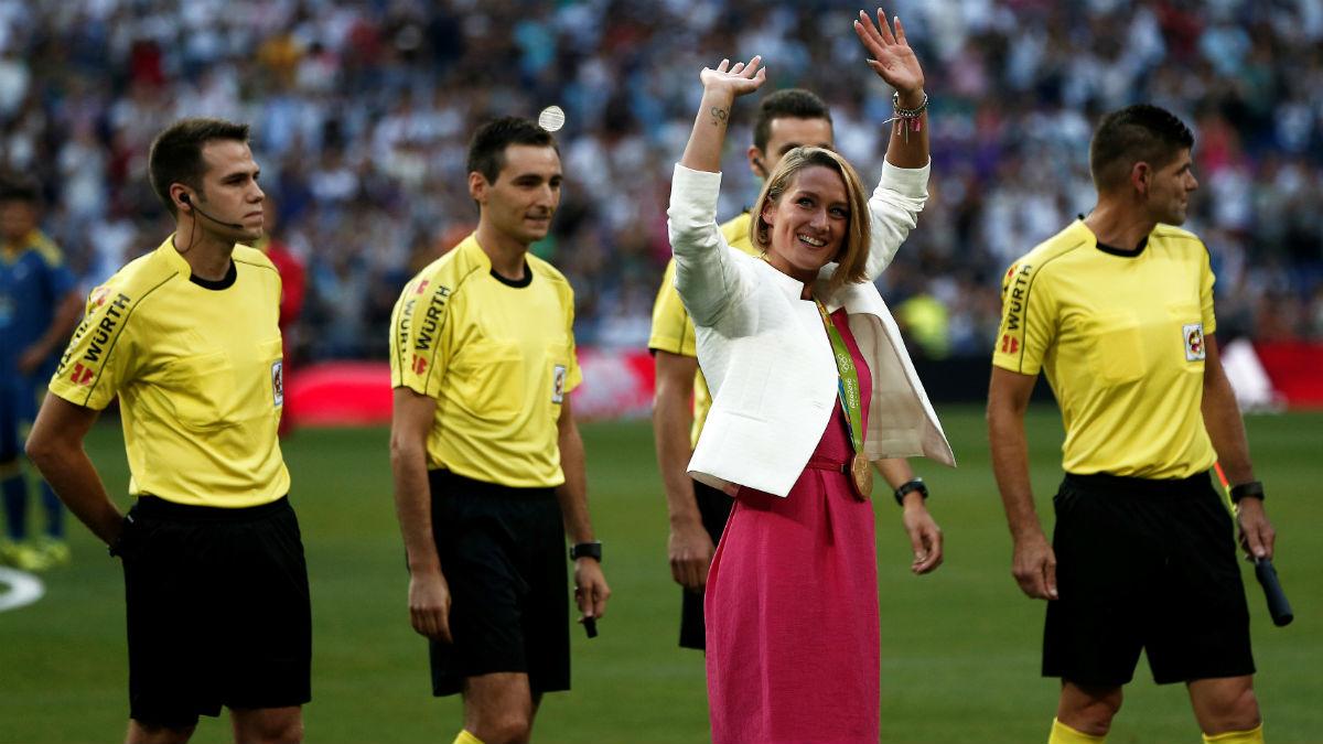 Mireia Belmonte en el estadio Santiago Bernabéu.
