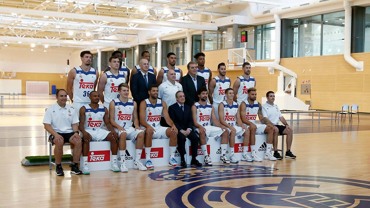 La plantilla del Real Madrid se hace la foto oficial. (realmadrid.com)
