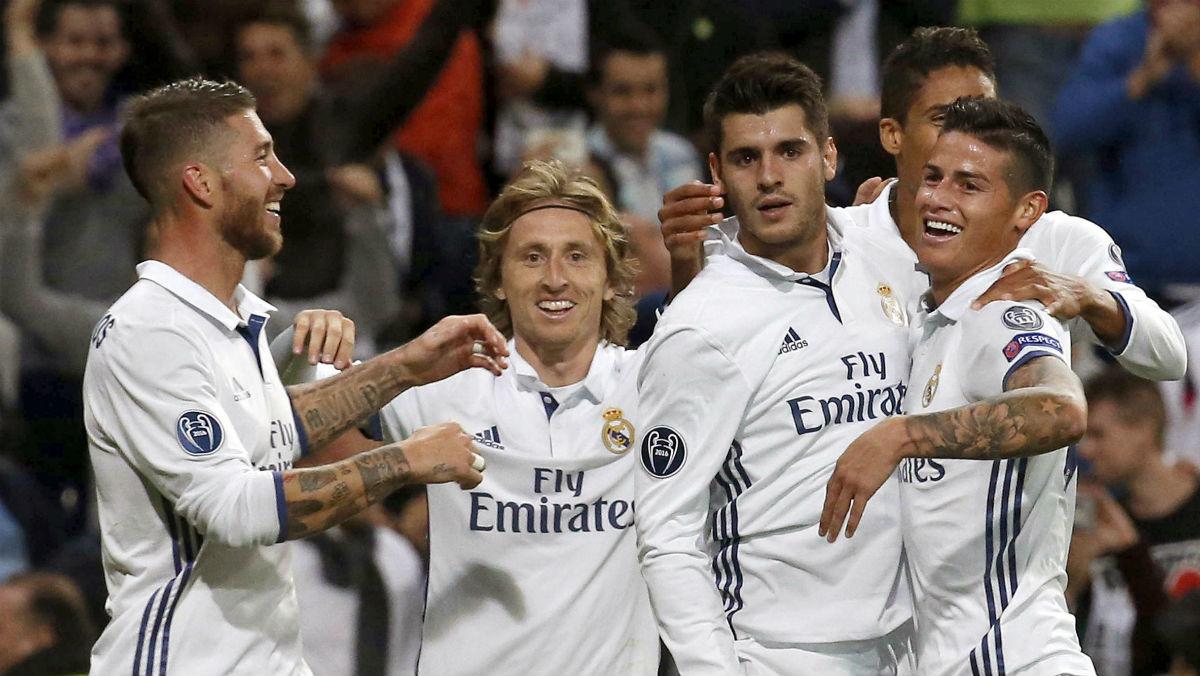 Los jugadores del Real Madrid celebran el gol de Morata. (EFE)