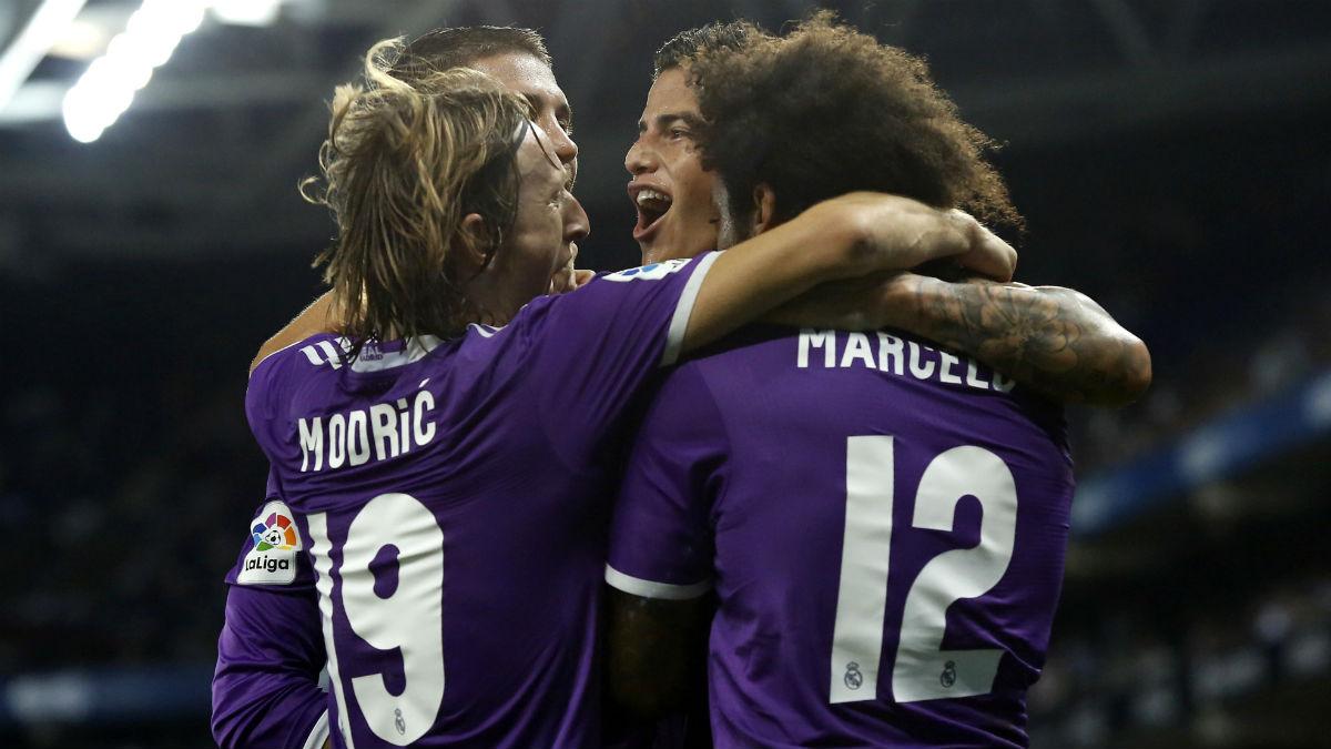 Los jugadores del Real Madrid celebran un gol en Cornellà. (AFP)