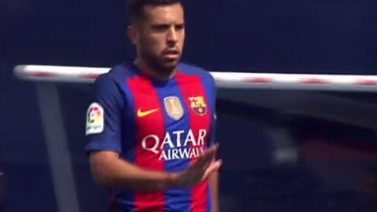 Jordi Alba enseñó la 'manita' al portero del Leganés.