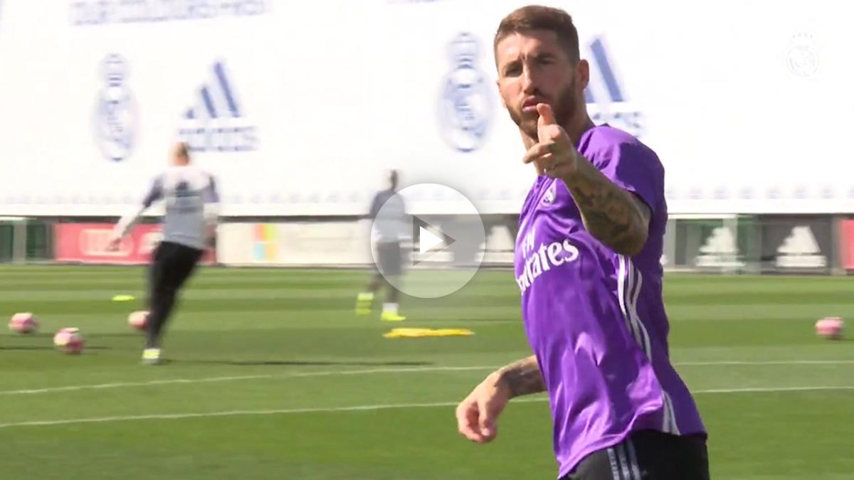 Sergio Ramos celebra un gol en el entrenamiento.