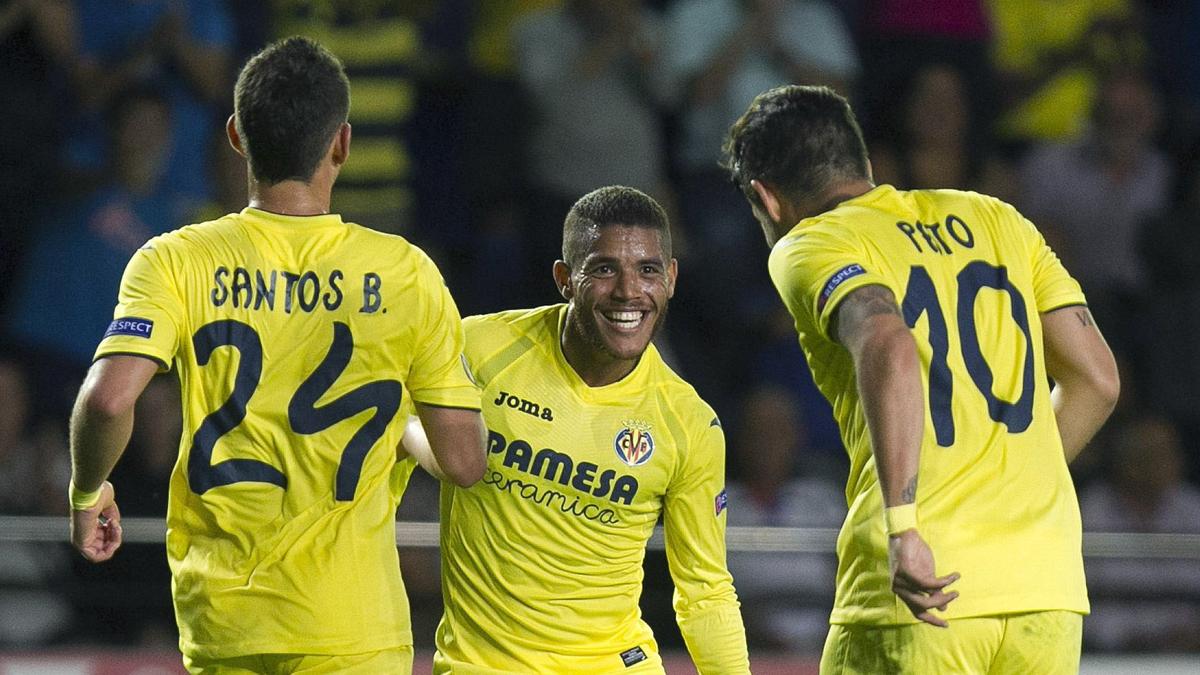 Dos Santos, Pato y Santos Borré, celebrando un gol del Villarreal.