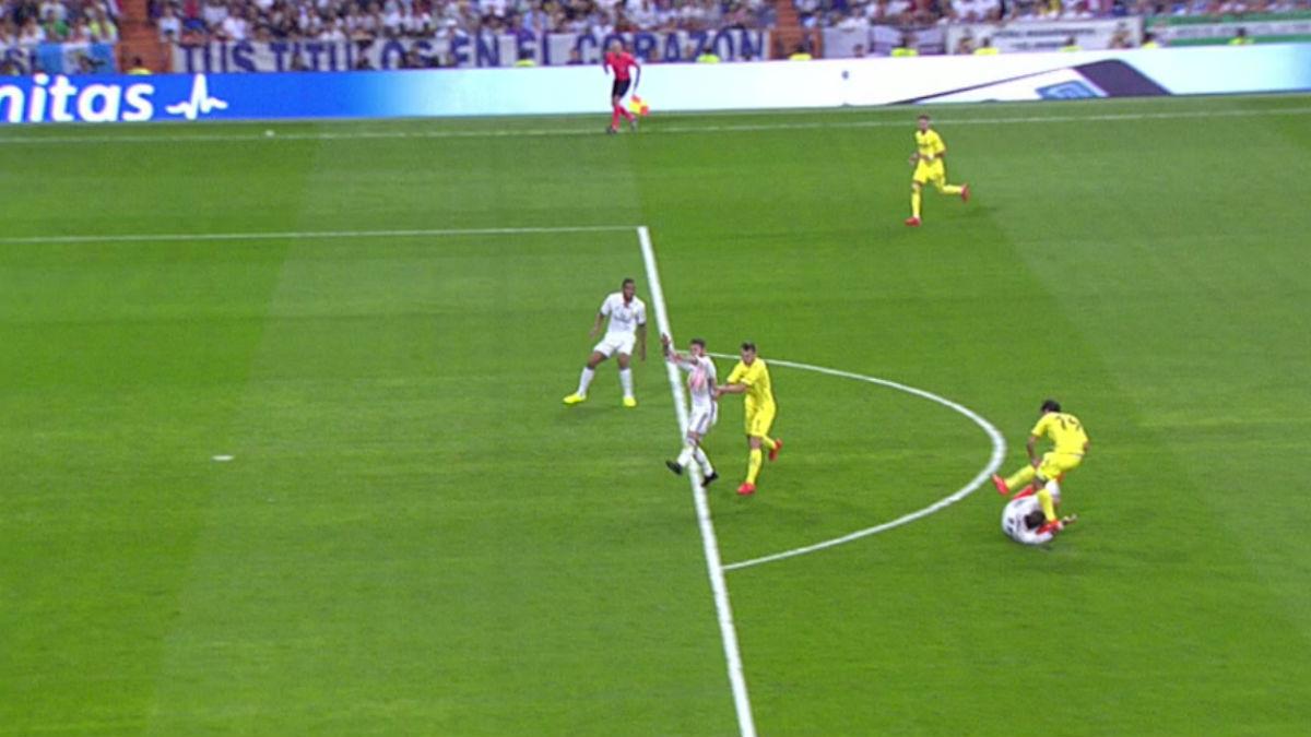 González González señaló penalti por mano de Ramos.