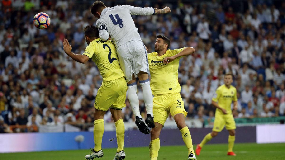 Sergio Ramos cabecea el 1-1. (EFE)