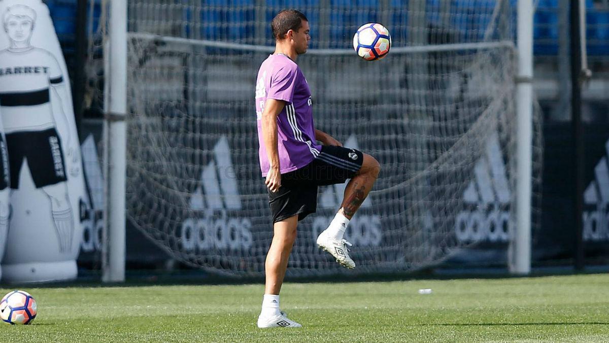 Pepe se entrena en solitario. (Realmadrid.com)