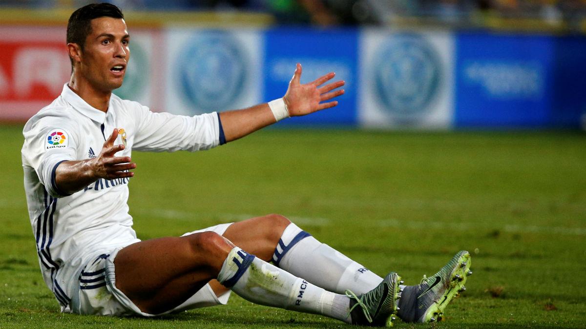 Cristiano Ronaldo se lamenta en Las Palmas. (Reuters)