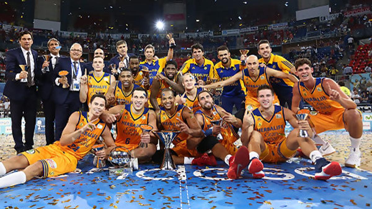 El Gran Canaria, celebrando su primera Supercopa de España.