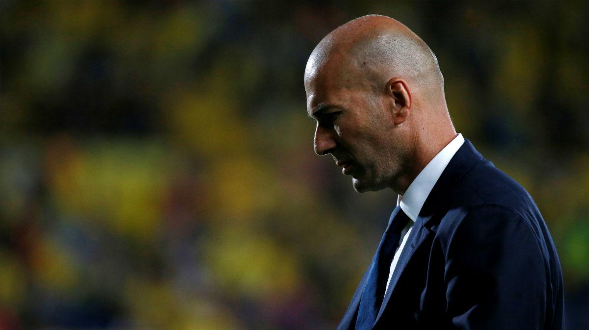 Zidane, con el rostro serio en Las Palmas. (Reuters)
