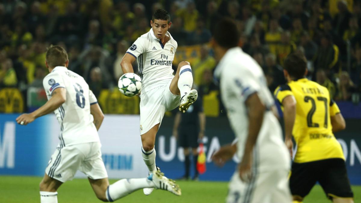 James controla un balón ante el Borussia Dortmund. (AFP)