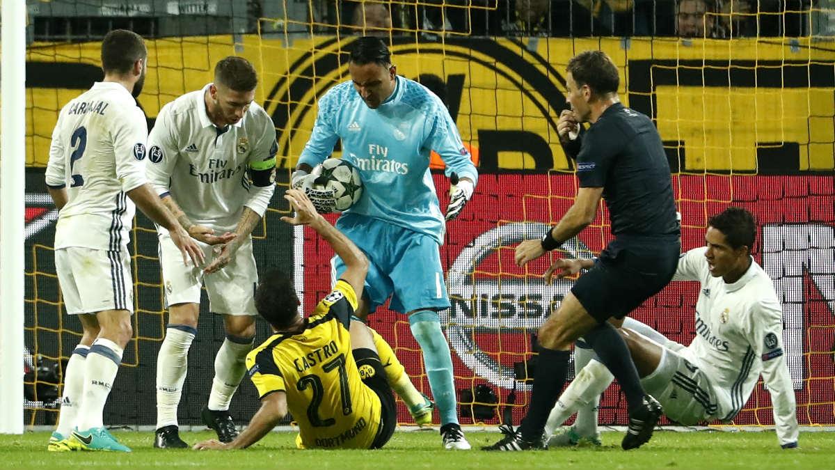 Keylor Navas fue protagonista en Dortmund. (AFP)