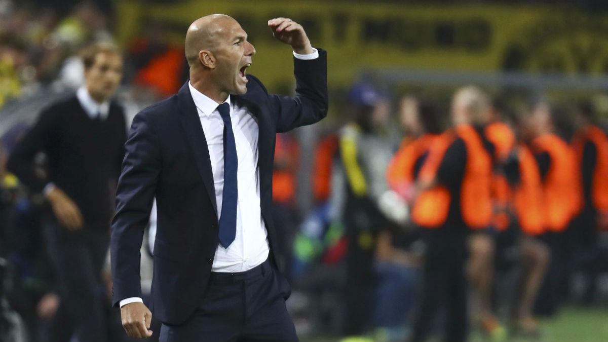 Zidane da órdenes en Dortmund. (AFP)
