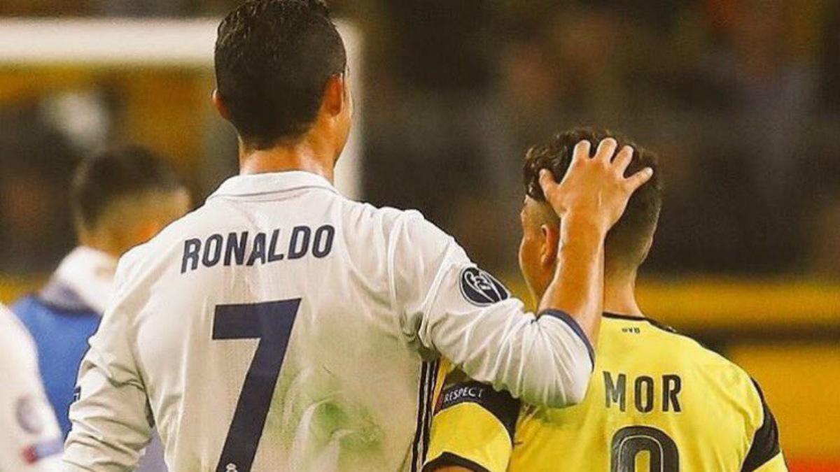Emre Mor junto a Cristiano tras el encuentro. (Instagram)