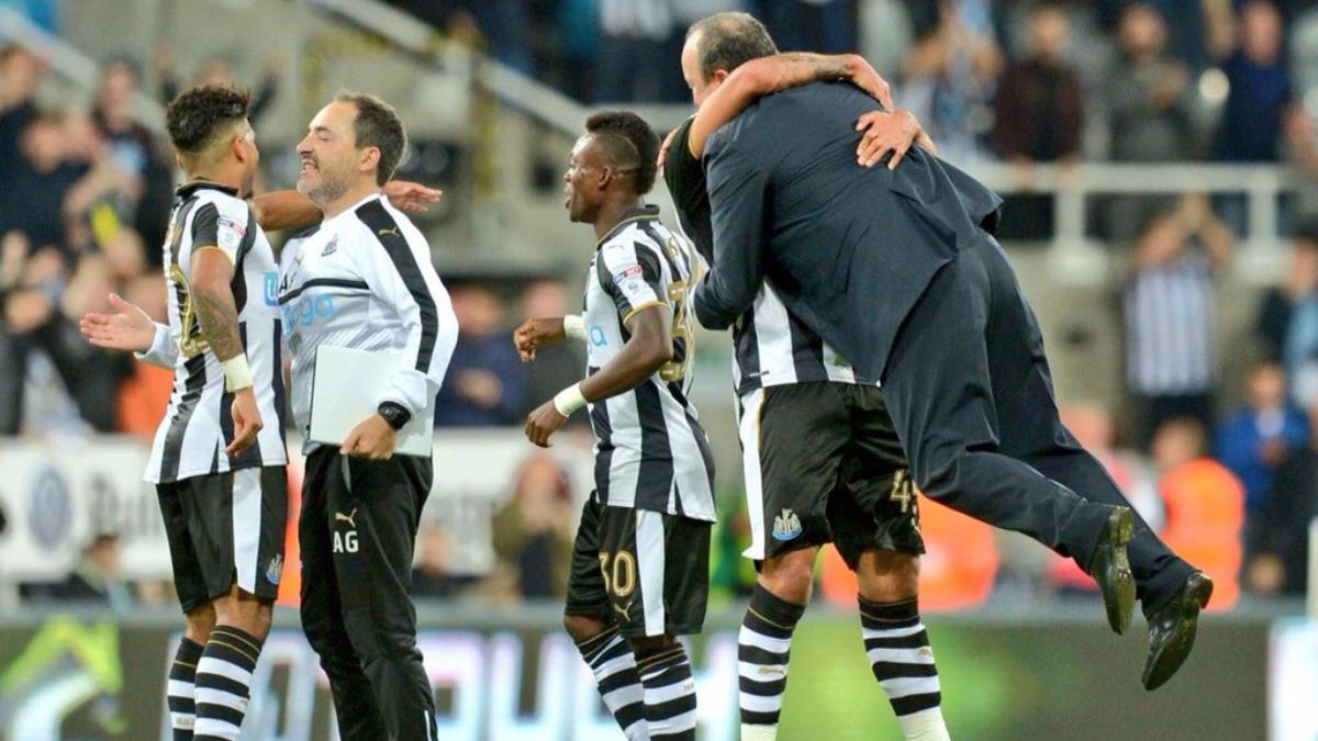 Rafa Benítez, levantado por los aires tras la remontada del Newcastle.