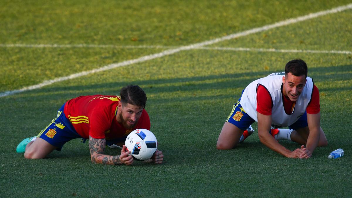 Ramos y Lucas, en un entrenamiento de la selección española. (Getty)