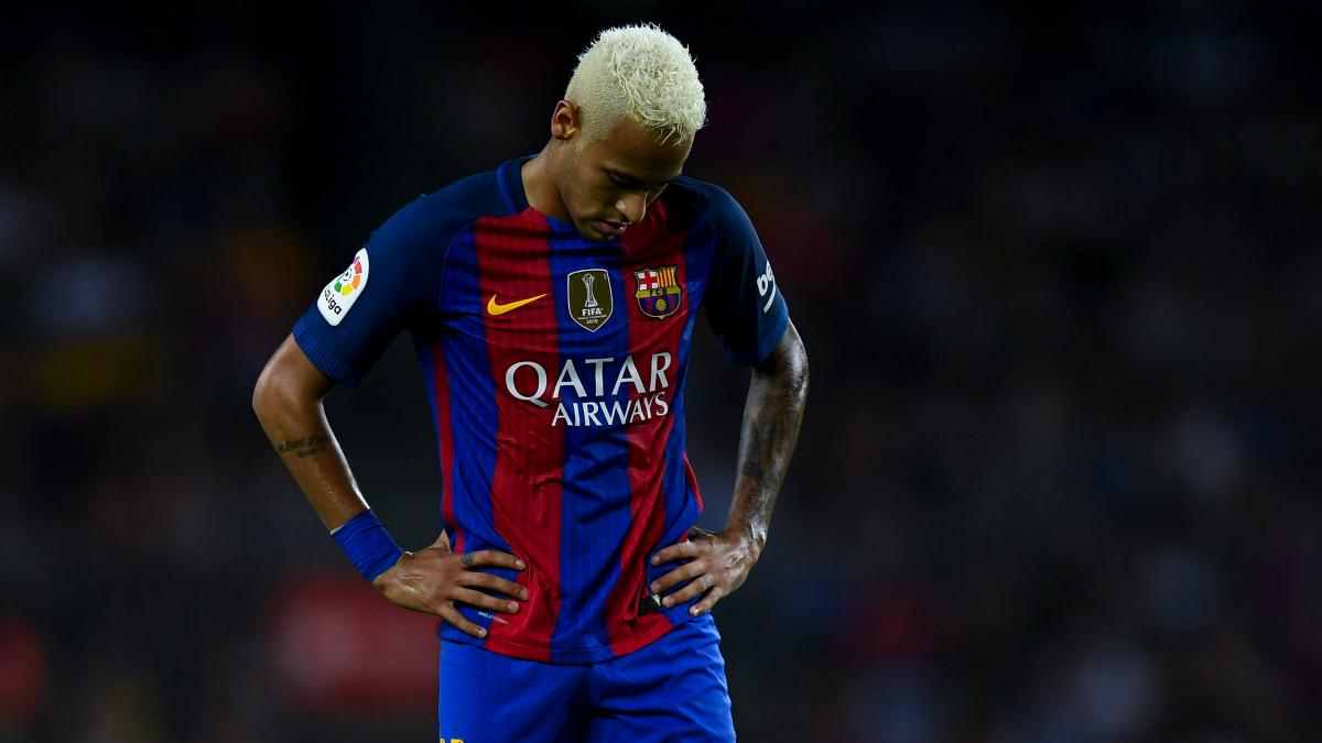 Neymar se lamenta en un partido con el Barcelona. (Getty)