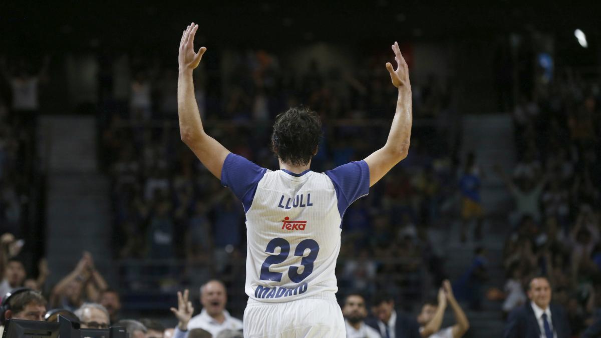 Sergio Llull anima al Palacio. (EFE)