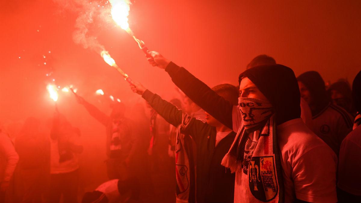 Los ultras del Legia celebrando el título de Liga. (AFP)
