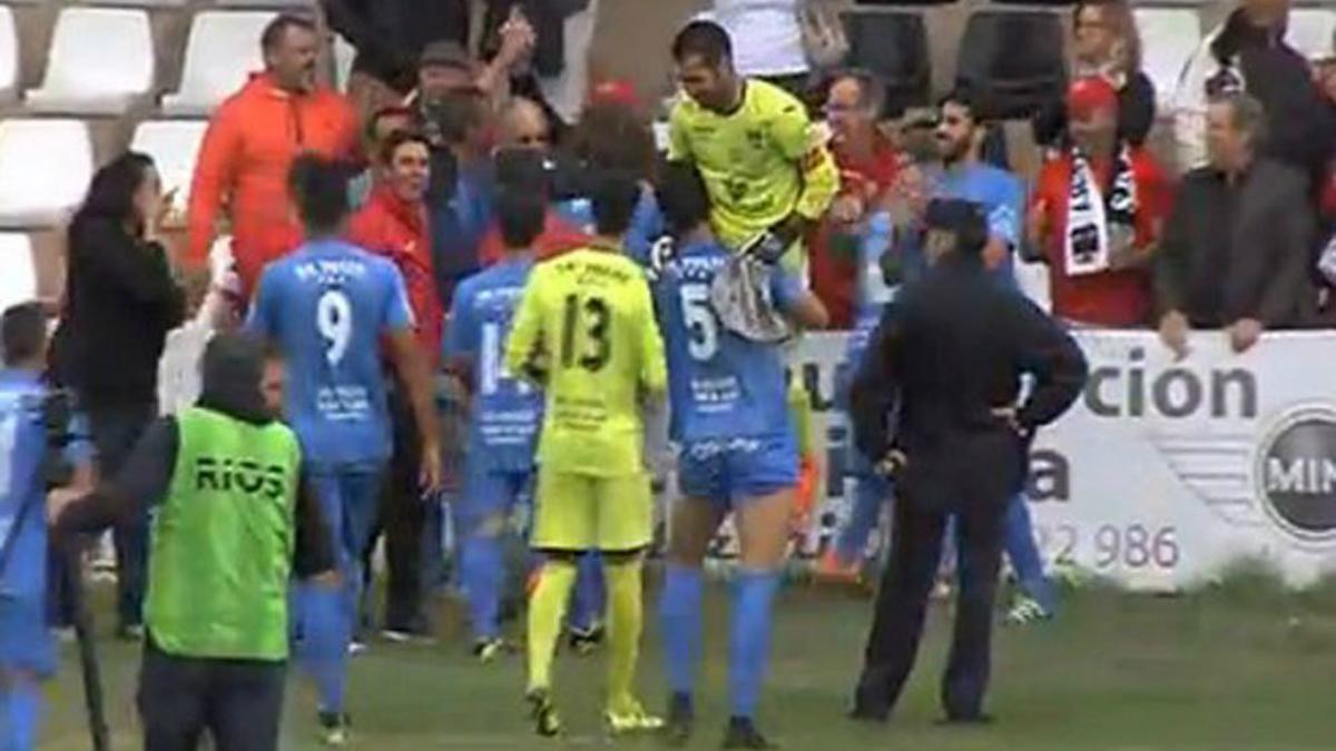 Los jugadores del Formentera celebran la victoria en Copa. (Twitter)