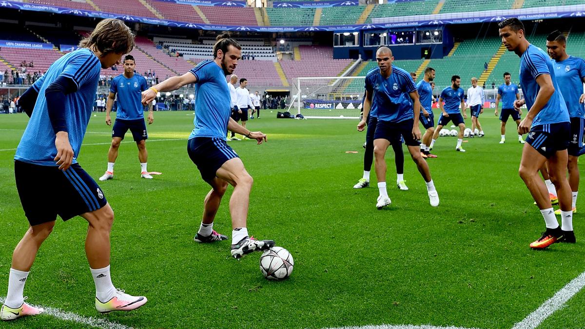Modric, Bale, Pepe y Cristiano Ronaldo, durante el calentamiento previo a la final de Milan.