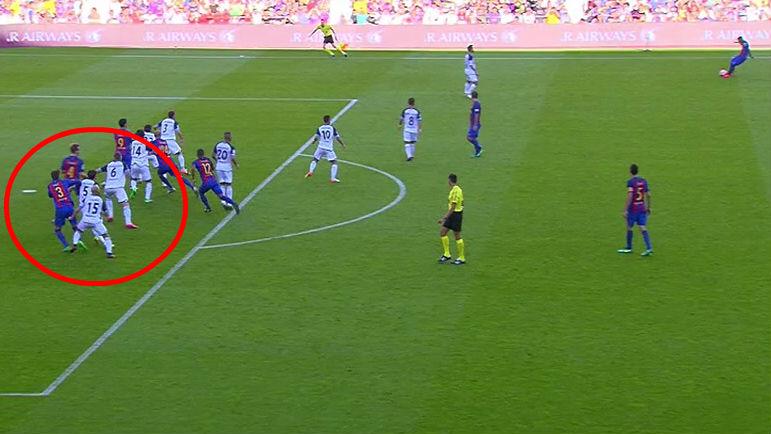 Piqué está en posición de fuera de juego en el segundo gol.