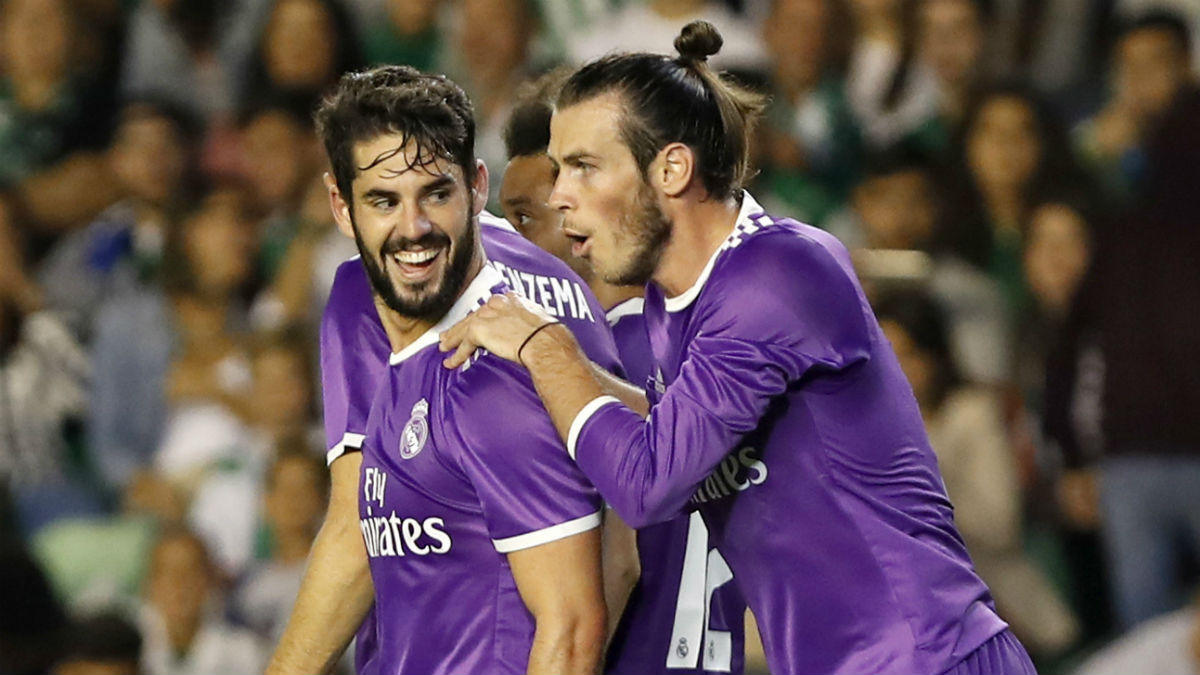 Isco celebra con Bale uno de sus goles. (EFE)