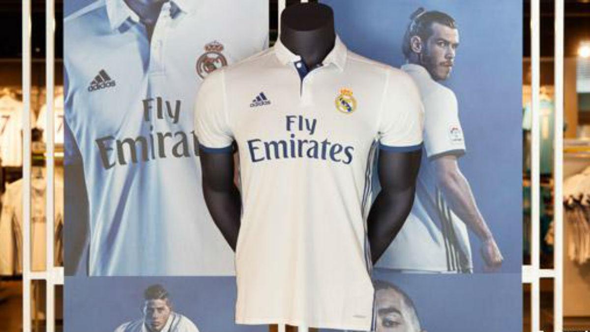 La camiseta del Real Madrid luce en el la tienda del club. (Realmadrid.com)