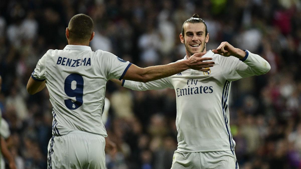 Bale y Benzema celebran un tanto de la pasada temporada. (AFP)