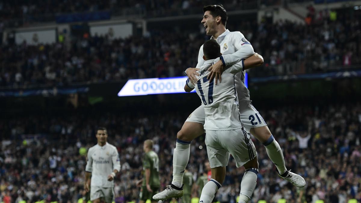 Morata y Lucas celebran el gol del segundo frente al Legia. (AFP)