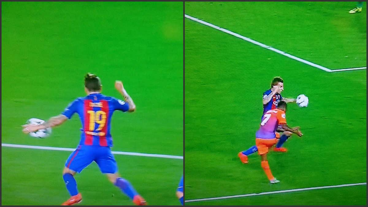Digne tocó el balón claramente con la mano.
